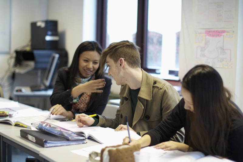 Study English at DLD College London
