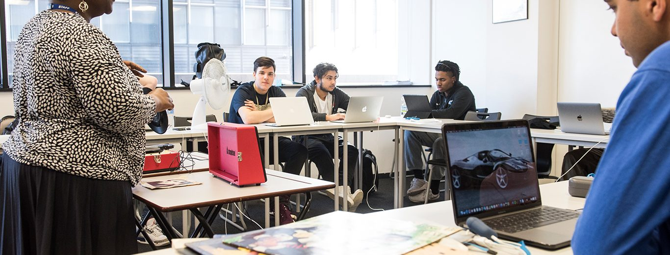 Foundation class at DLD College London